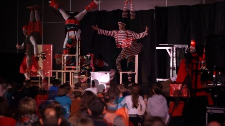 show agency for Christmas entertainment