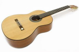 Choisir une guitare classique